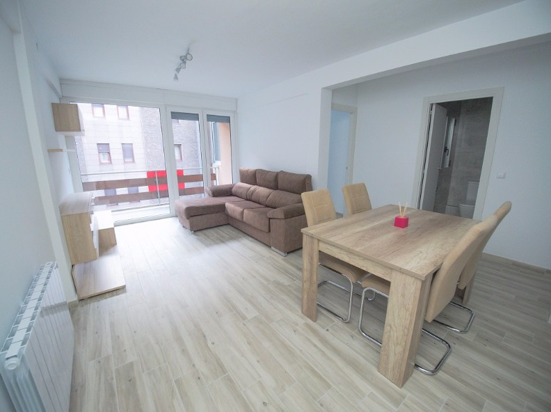 Achat Appartement Santa Coloma: 85 m² - 1.050 €