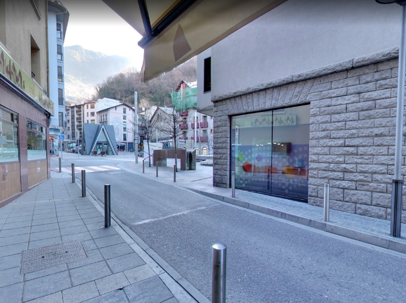 Buy First commercial Escaldes-Engordany: 70 m² - 700 €