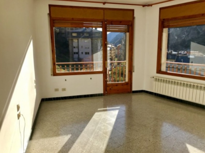 Buy House Sant Julià de Lòria: 320 m² - 550.000 €